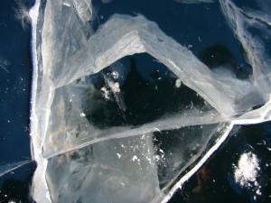 прозрачный лед в бездну