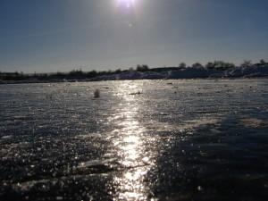 черный лед вдоль